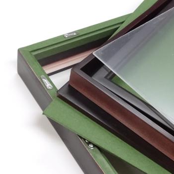 中身(アクリル板には半透明の保護フィルムが両面に貼られておりますので、剥がしてご使用ください)